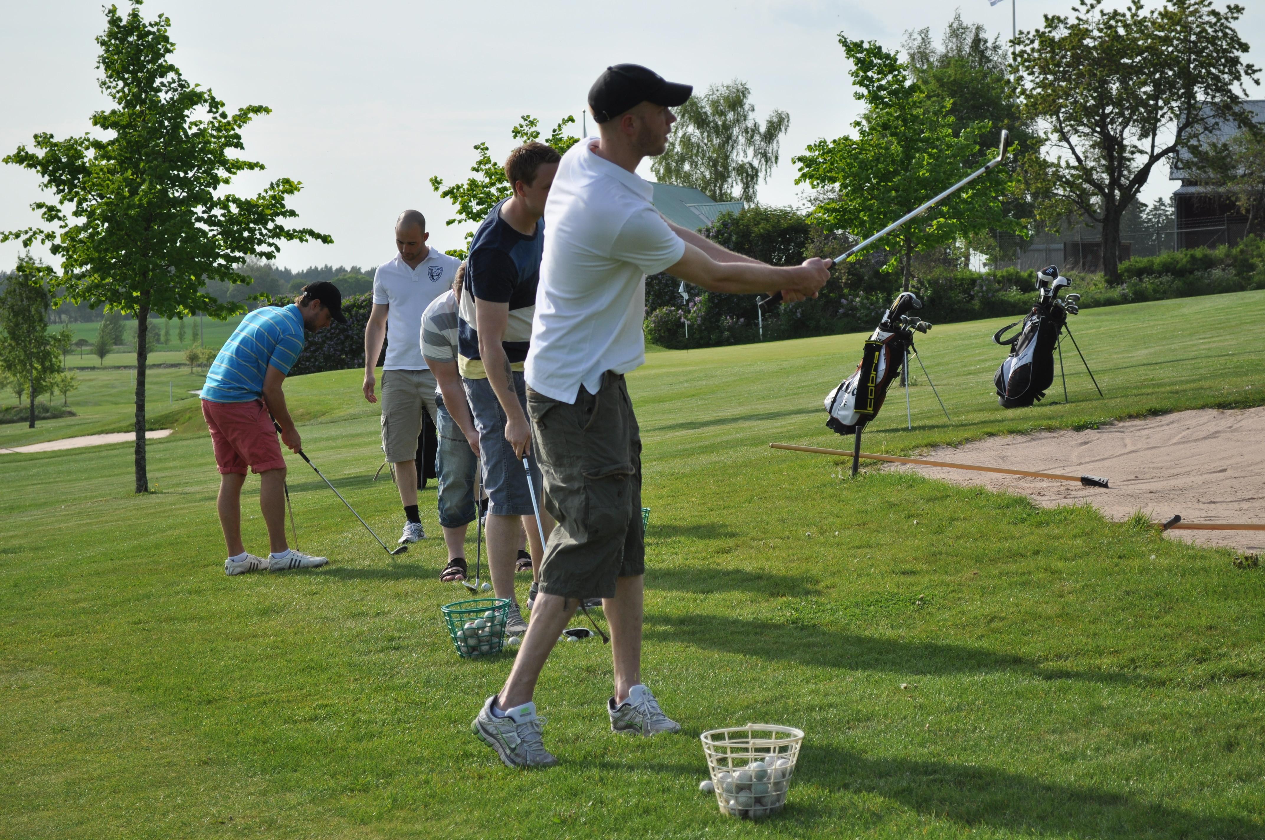 Personer spelar golf Michael Persson